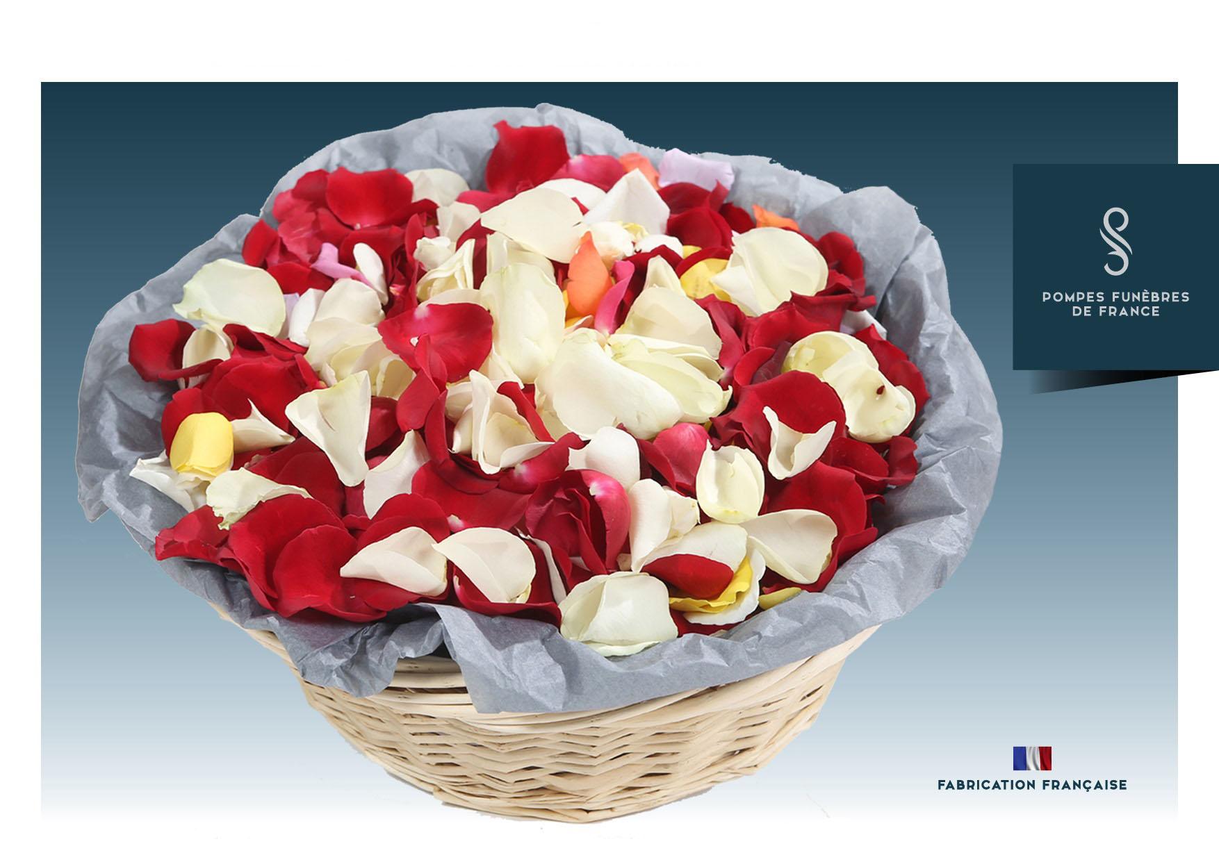 Panier de pétales de roses